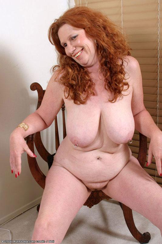 image Sexy babe with nice tits masturbating