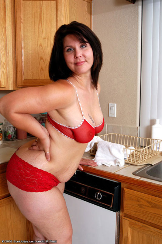 Free Gallery - Chubby brunette mature babe takes off red bra and ...